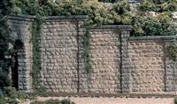HO Cut Stone Retaining Wall -- pkg(3)