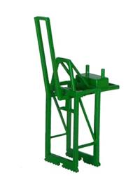 1:1200 Panamax Container Crane - Jib Up - green